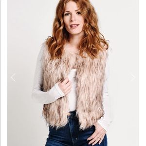 BB Dakota mauve rose faux fur vest style B1301688